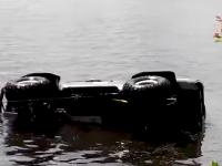 В Запорожье гонщик утопил в речке внедорожник (Видео)