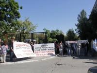 В Запорожской области под зданием суда митинговали коммунальщики