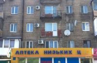 В центре Запорожья на крышу аптеки упал балкон (фото)