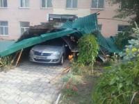 Непогода в Запорожской области: поврежденное авто и снесенная крыша