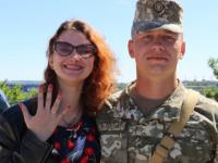 В Запорожье срочник сделал возлюбленной сюрприз