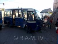 В аварии маршрутки с грузовиком пострадали три человека – официально