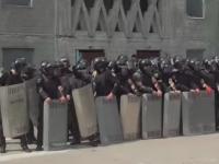 В Запорожье силовики эффектно учились подавлять незаконные митинги (Видео)