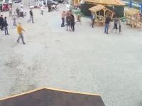 На пляже запорожского курорта афтепати закончилось массовой дракой (Видео)