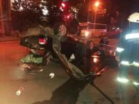 Фотофакт: центре Запорожья возле остановки перевернулась легковушка