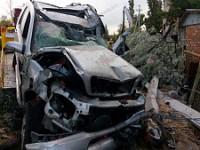 Пьяный водитель влетел на «Мерседесе» в столб и снес забор