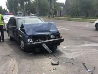 В Запорожье пьяный таксист с пассажиром угодил в аварию