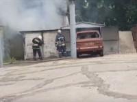 На запорожском курорте возле детсада загорелся гараж с машиной (Видео)