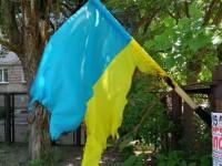 На запорожском курорте установили личности хулиганов, которые сожгли флаг Украины