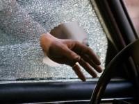 В Запорожье средь бела дня остановили и ограбили машину