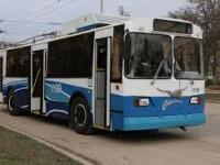 Водитель троллейбуса наехал в центре Запорожья мужчине на ногу