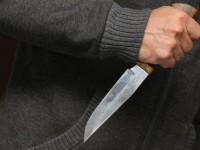 Запорожец получил ножом в грудь, заступившись за девушку