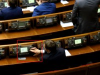 Запорожского нардепа дважды за сессию поймали на кнопкодавстве (Видео)