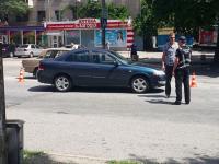 В Запорожье возле остановки легковушка сбила женщину с ребенком