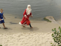 На центральном пляже Запорожья заметили Деда Мороза