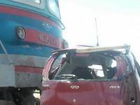В Запорожской поезд сбил легковушку – трое погибших (Фото)