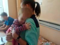 Запорожанка бросила в больнице тяжелобольного малыша