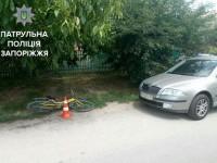 Велосипедистка влетела в открытую дверь авто