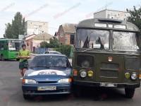 На запорожском курорте военный автобус влетел в легковушку с ребенком