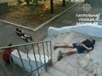 Двоих грабителей, напавших на писателя в центре Запорожья, задержали в тот же день