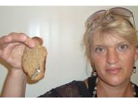 Жительница Запорожской области купила хлеб с металлическим болтом (Фото)