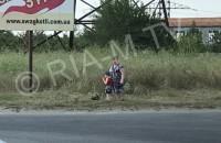 Женщина кормила ребенка выпавшими из авто арбузами (Фото)