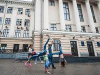 Воспитанники проданного «запорожсталевского» манежа  вышли митинговать под мэрию