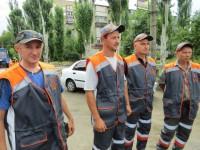 Коммунальщикам из Запорожской области пошили форму с признанием в любви