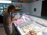 В разгар эпидемии ботулизма магазины продают рыбу без документов