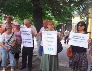 «Хочу платить только за себя»: горожане вышли митинговать под стены «Запорожгаза»