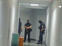Запорожское предприятие обыскивают люди в масках