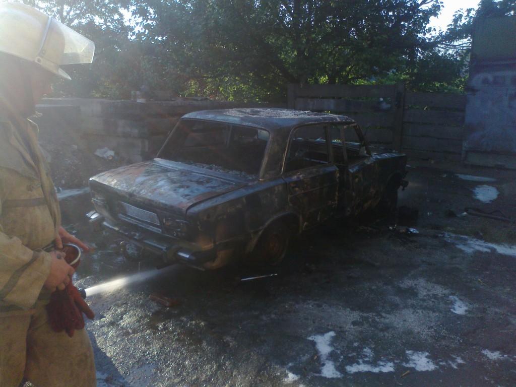 В Гуляйполе горел автомобиль (фото)