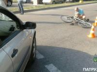 В сети опубликовали видео аварии, в которой сбили велосипедиста с ребенком