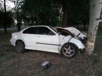 В Запорожье водитель BMW влетел в тополь (Фото)