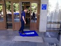 «Свободовцы» вытерли ноги об флаг «Оппозиционного блока» – в партии обиделись