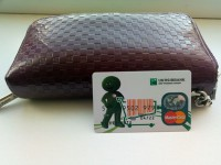 Запорожский маршрутчик передал патрульным найденный кошелек