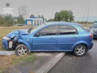 Лихач снес столб освещения на въезде в Хортицкий район Запорожья