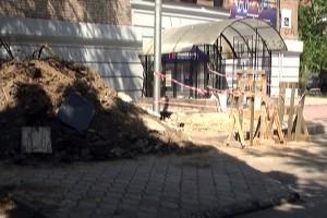 Дом в центре Запорожья разрушается из-за водопровода (Фото)