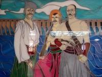 Запорожцы высмеяли в соцсети унылых казаков, которыми украсили холл мэрии