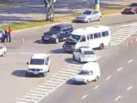 В центре Запорожья водитель «девятки» влетел в маршрутку с пассажирами