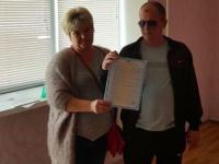 Генпрокурор подарил квартиру бойцу из Запорожской области, потерявшему зрение