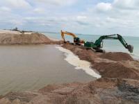 Житель Запорожской области отделался мелким штрафом за кражу песка на берегу моря