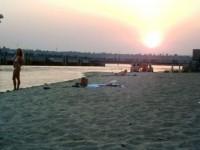 После купания на запорожском пляже скончались двое иностранных студентов