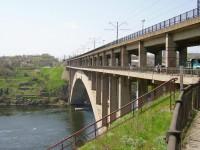 Запорожцев предупреждают о пробке на мостах