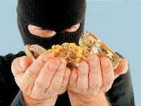 В центре Запорожья вор украл золото, пока хозяйка была дома