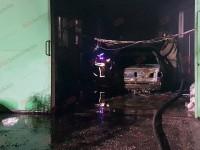 В Бердянске на станции СТО сгорела легковушка