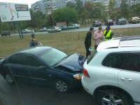 На запорожской Набережной возле торгового центра столкнулись три авто