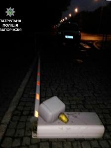 В Запорожье пьяный водитель снес шлагбаум возле областной прокуратуры