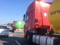 На ДнепроГЭСе бензовоз зацепил прицепом маршрутку