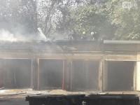 В центре Запорожья загорелся гараж с авто (Фото)